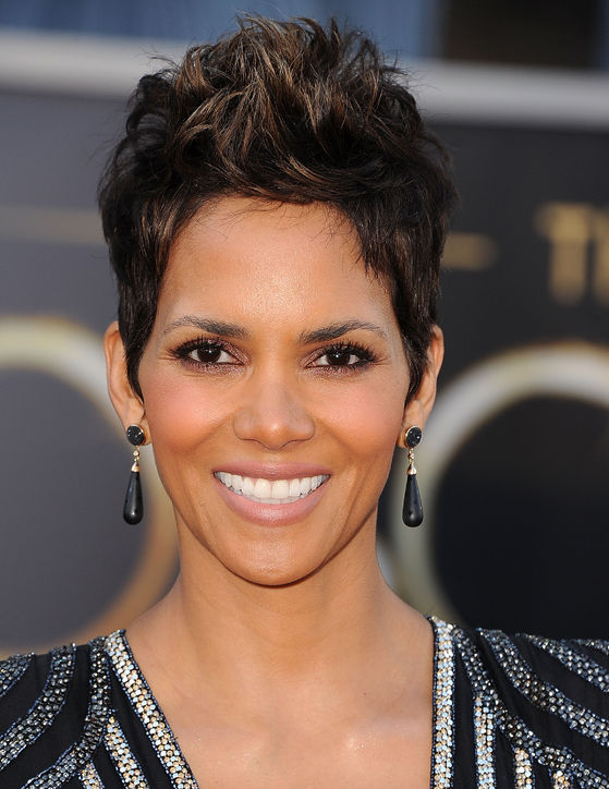 halle berry oscars hair 2013