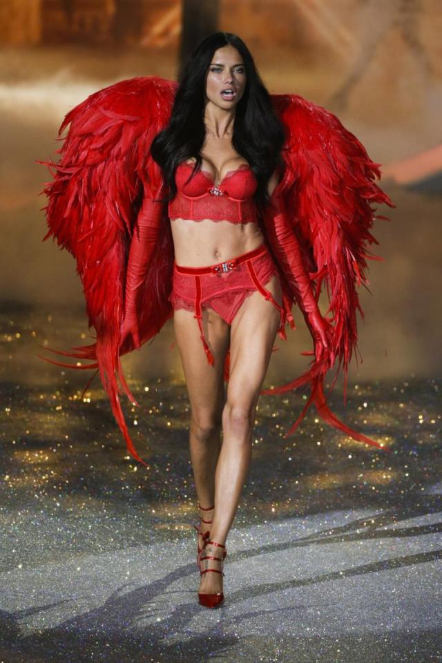 adriana lima victorias secret fashion show