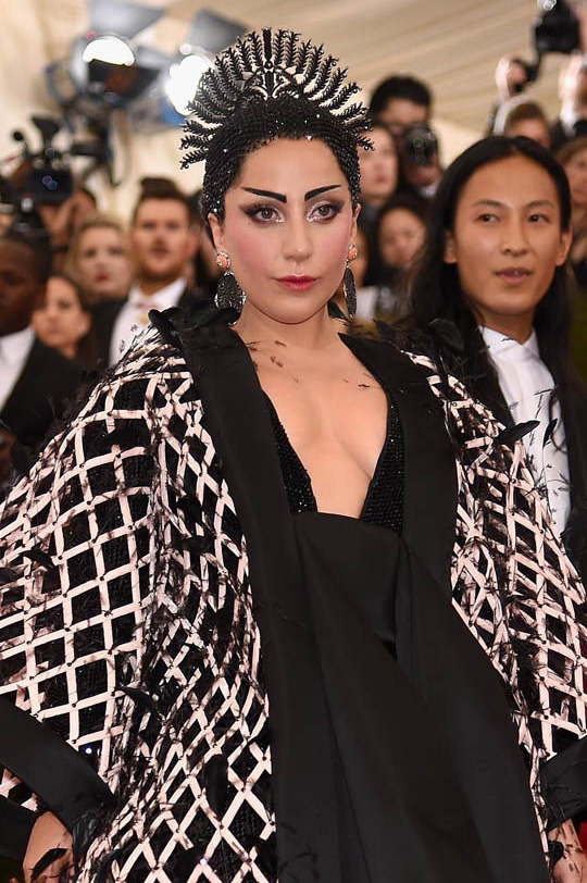 lady gaga headpiece met gala 2015