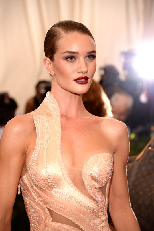 rosie hutington whiteley hair 2015 met gala