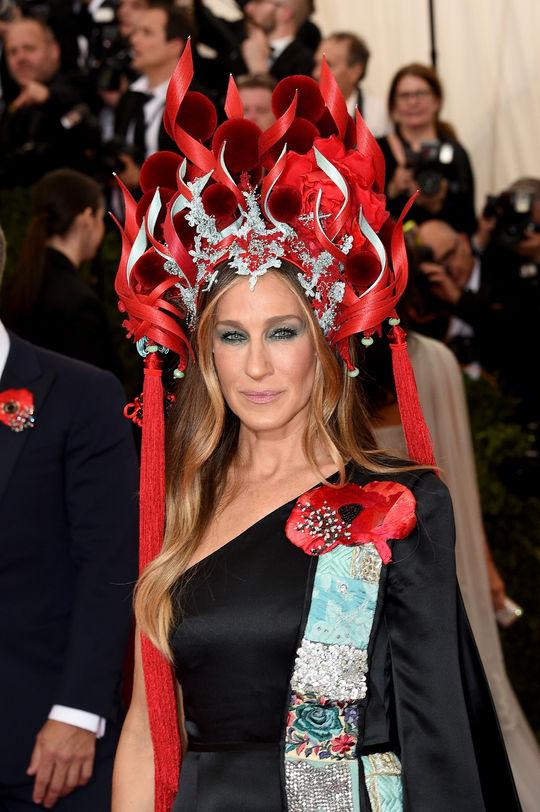 sarah jessica parker met gala 2015 headpiece