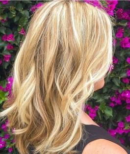 honey blonde beachy balayage highlights