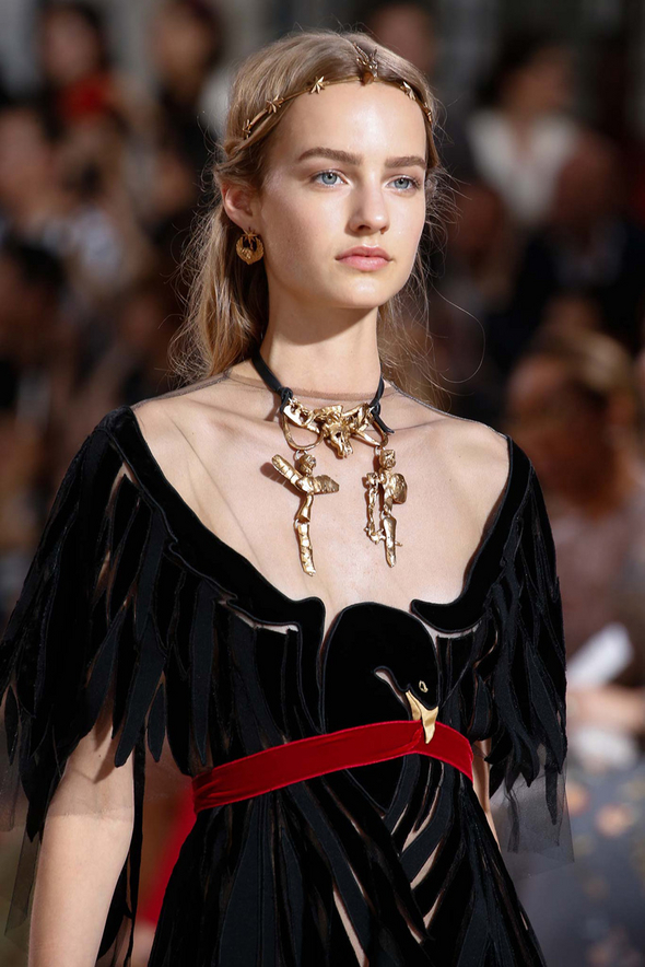 hair at valentino fall 2015 couture show